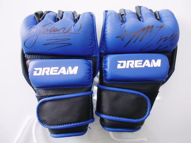 DREAM.9ミドル級チャンピオンシップ メイヘム&ジャカレイサイン入りグローブ
