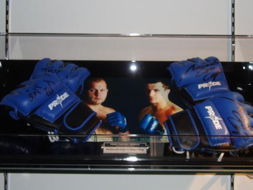 PRIDEヘビー級タイトルマッチ エメリヤーエンコ・ヒョードルVSミルコ・クロコップ サイン入りPRIDEグローブ